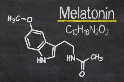 Melatonin ist ein lichtempfindliches Hormon, das wir für unseren Schlaf benötigen.