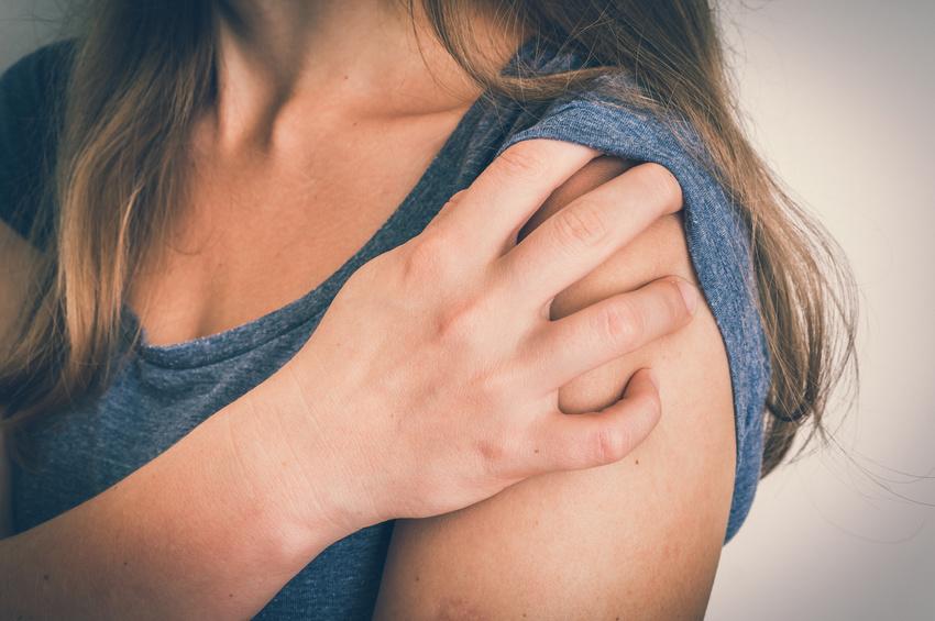 Schmerzhafte Schultersteife, adhäsive Kapsulitis oder Duplay-Syndrom wird die Frozen Shoulder auch genannt. Marion Ladwig behandelt sie in der Kombination aus MaRhyThe® und FOI